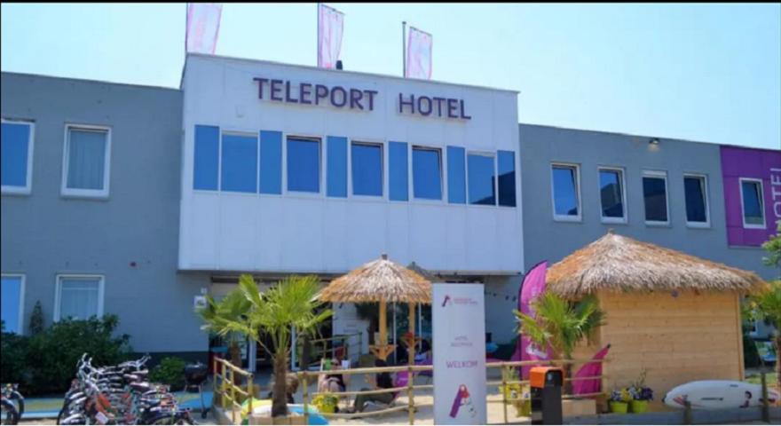 teleport hotel