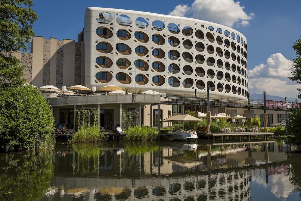Seepark Hotel In Klagenfurt