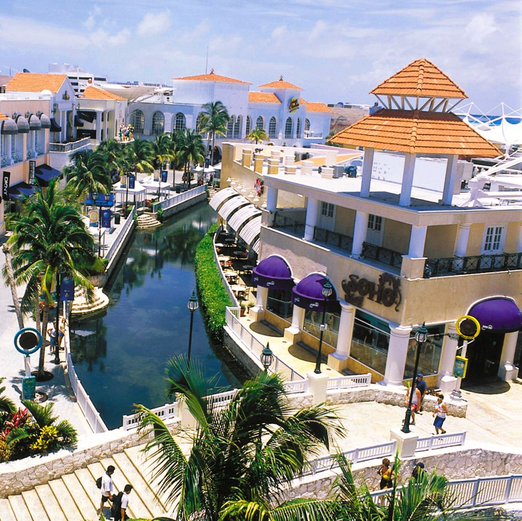 La Isla Shopping Village مرکز تجاری کانکن