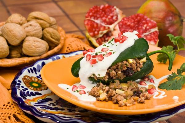 chiles en nogada غذای مکزیکی